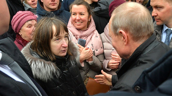 Спросившей Путина о жизни на 10,8 тыс. рублей петербурженке нашли работу
