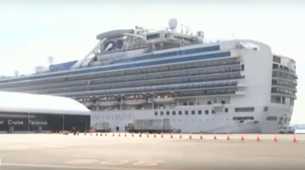 Две россиянки покинули стоящий на карантине в Японии лайнер Diamond Princess