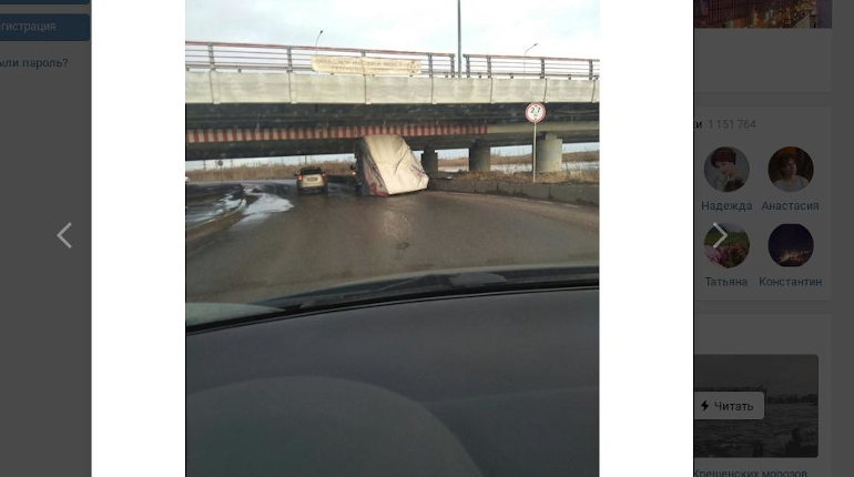 «Мост глупости» на Софийской снес кузов еще одной «Газели»
