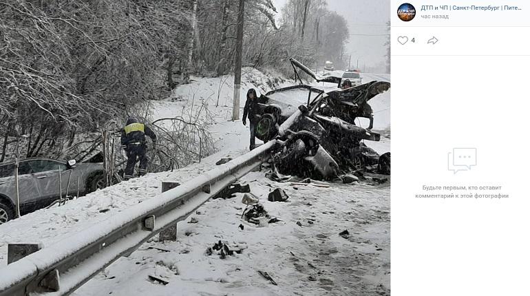 Два человека погибли в ДТП с лесовозом в Ленобласти