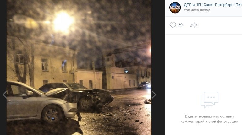На Курляндской две легковушки в ДТП засыпали осколками перекресток
