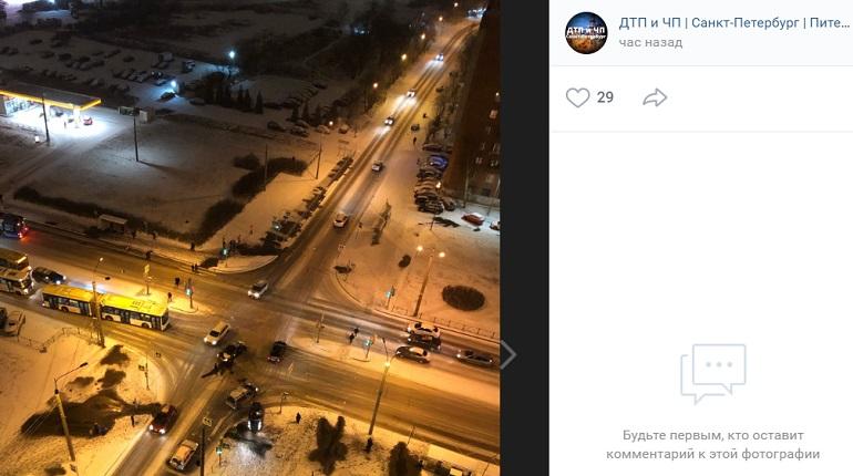 «Снегопад. Начало»: на Комендантском автомобили угодили в ДТП