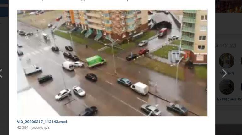 Ветер столкнул ГАЗель и Skoda в Кудрово: водителя в фургоне не было