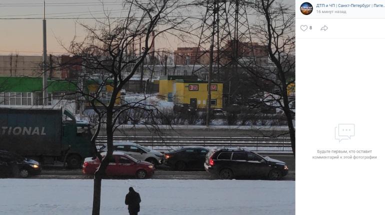 ДТП с каршерингом на Ириновском: пьяного пассажира фуры забрала «скорая»