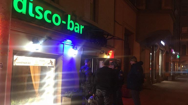 Росгвардия спасла посетителей бара на Васильевском острове от двух хулиганов