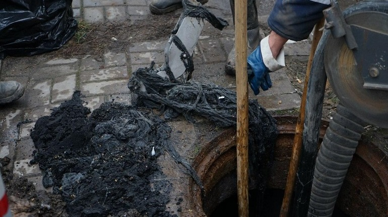 Рабочие приступили к реконструкции канализаций в поселке Старая Слобода