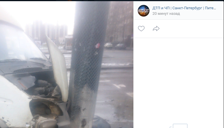 Массовая авария с двумя «Газелями», легковушкой и такси произошла в Купчино