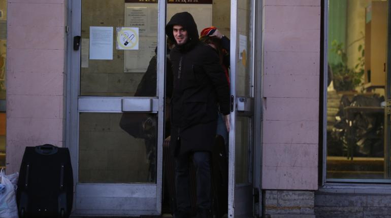 Студентов выпустили из-под карантина в общежитии Мечникова: фоторепортаж «Мойки78»