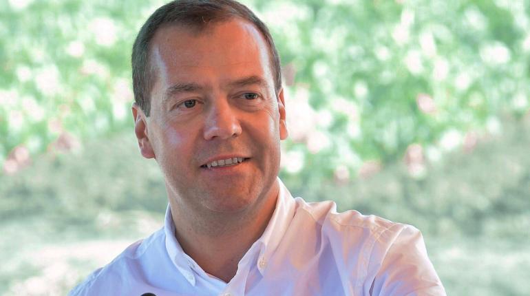 Медведев сказал, на что похож обвал цен на нефть