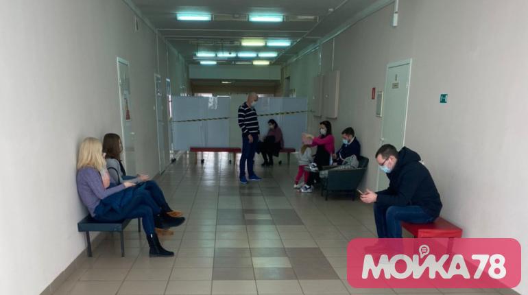 С кадровой нехваткой в петербургских медучреждениях помогают справиться студенты
