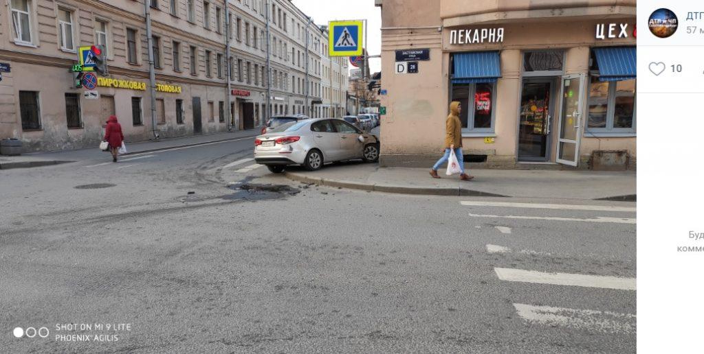 Любитель кофе врезался в здание пекарни в Московском районе