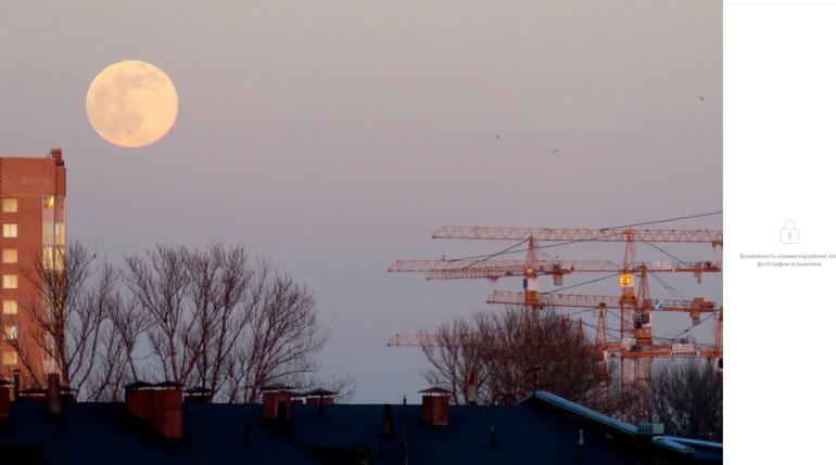 Ясное небо в понедельник позволило петербуржцам наблюдать суперлуние