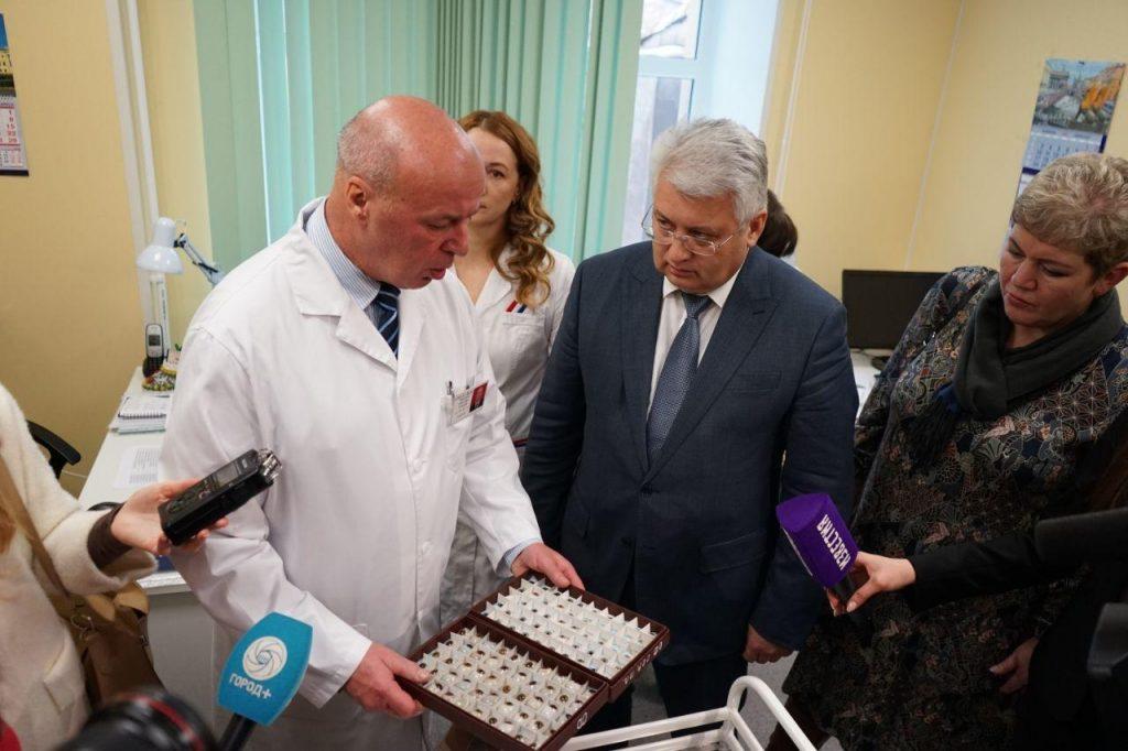 Петербург готовит кадры, чтобы лаборатории делали тесты на COVID-19 круглосуточно