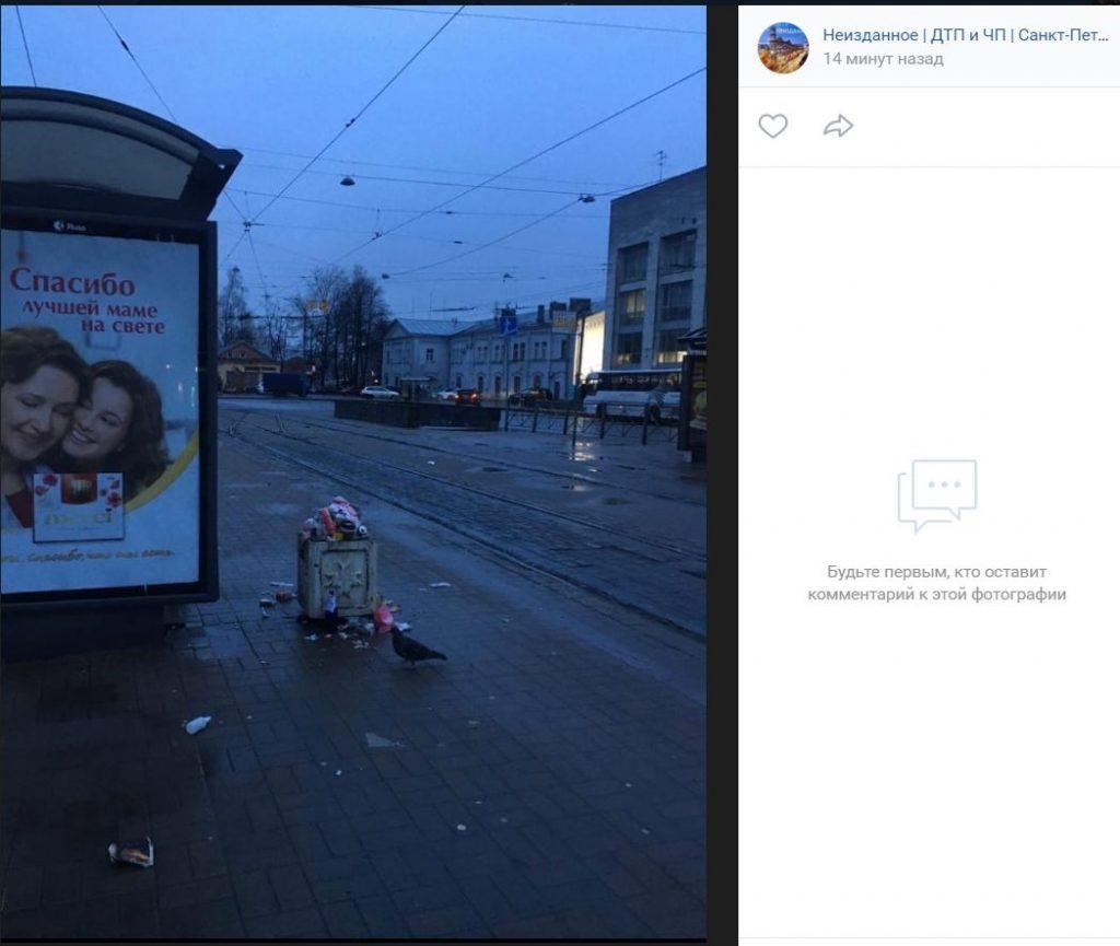 В урнах на Финляндском вокзале закончилось место для мусора три дня назад