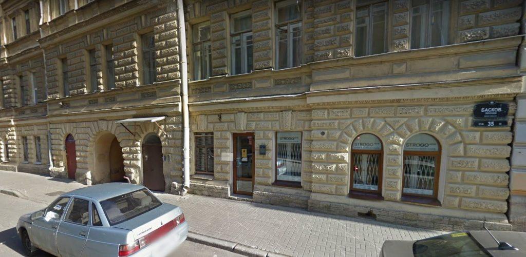 Петербуржцы боятся появления в своем доме борделя, а предполагаемый виновник — за свою жизнь