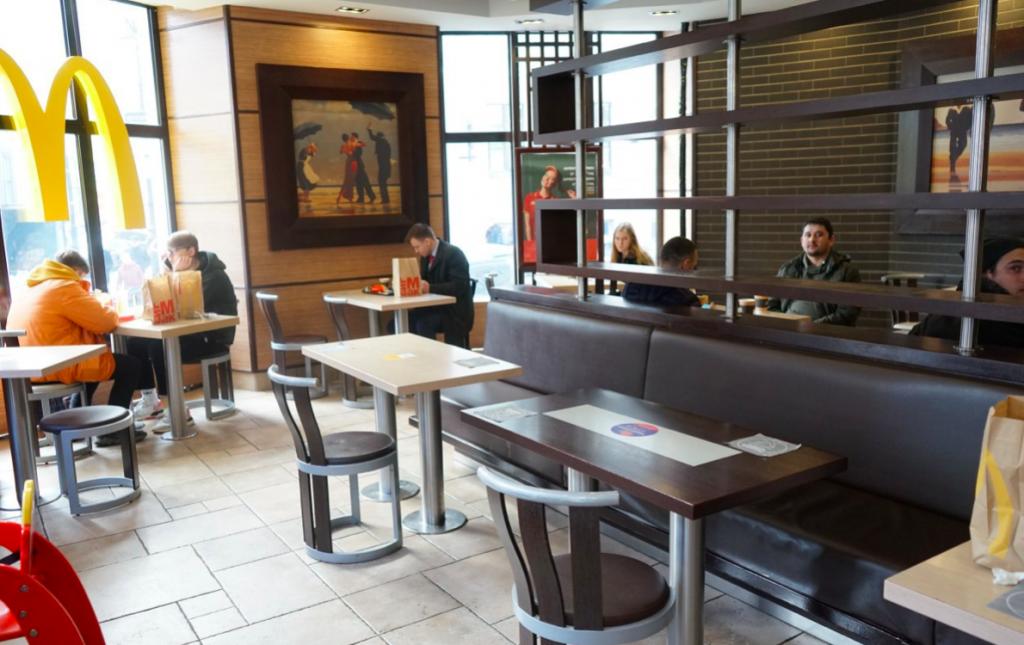 Аналитики выяснили, кому в ресторанном бизнесе предлагают самые высокие зарплаты