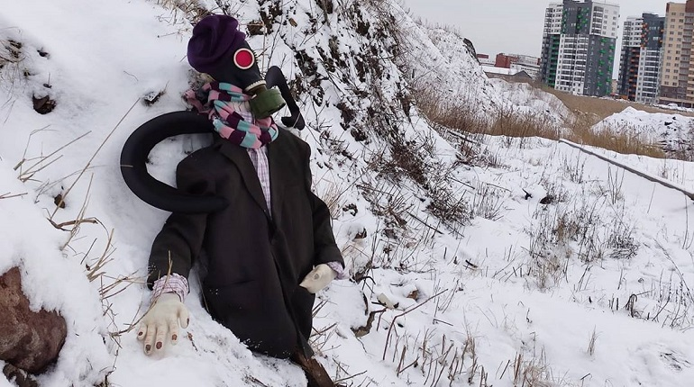 Администрация Невского района не оставит чучело Евкарпия на свалке без внимания