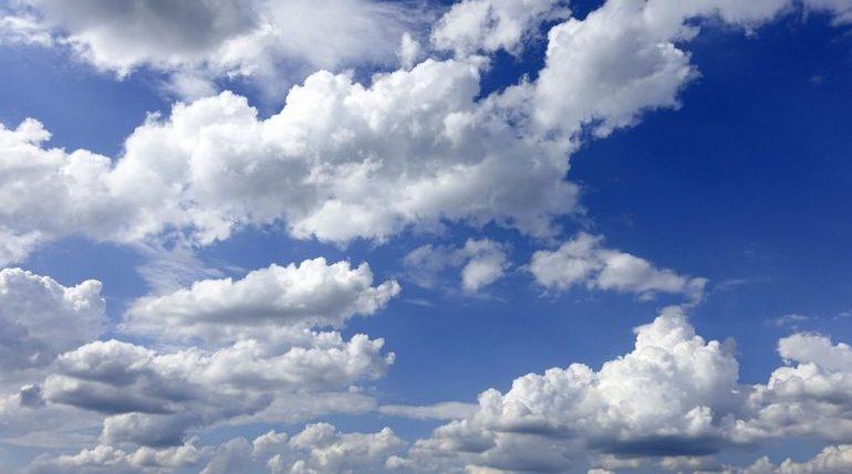 Воздушные массы с Финского залива накроют Петербург: будет облачно и тепло