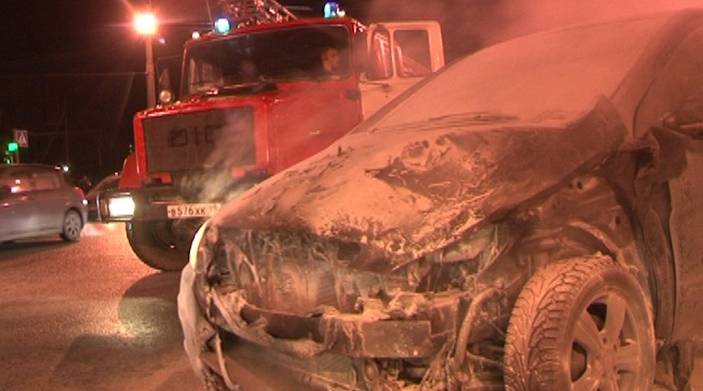 Эпидемия горящих машин: в Петербурге воспламенились еще две иномарки