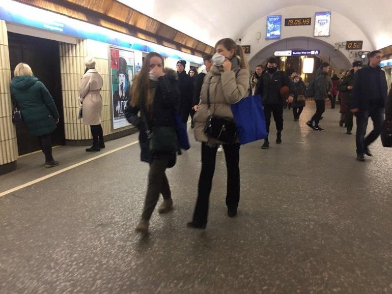 Пассажирам петербургского метро предложили ябедничать на нарушителей масочного режима