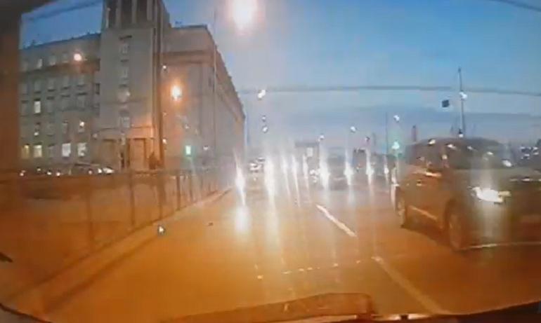 Погоню за Mazda на Октябрьской набережной показали на видео