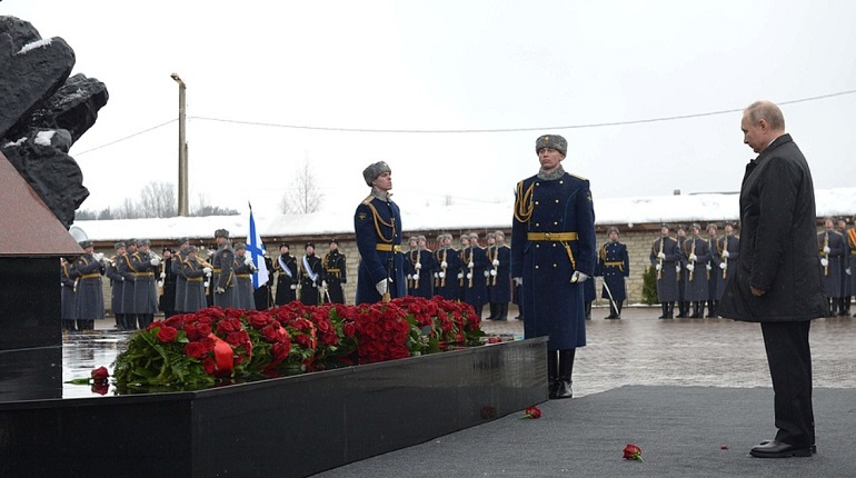 Путин оставил офицеров России без каракулевых шапок