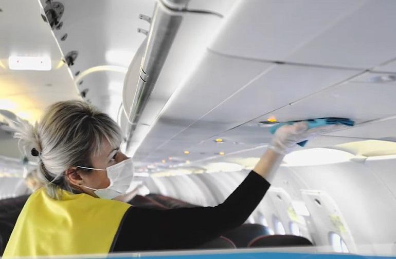Как протирают самолеты: Пулково показал на видео санитарную обработку аэропорта