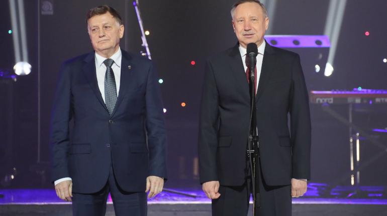 Беглов и Макаров поздравили петербуржцев с Днем защитника Отечества