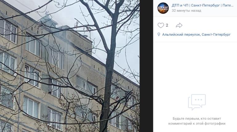 В Купчино вспыхнула квартира, хозяина осмотрели медики