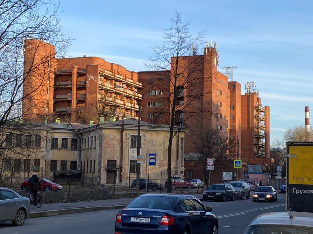 В Боткинской больнице переболело 400 сотрудников, а 95% коек под Covid-19 занято