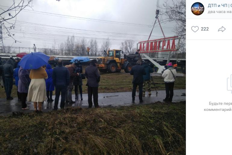 Установка стелы заставила петербуржцев нарушить режим самоизоляции