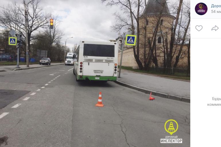 В Пушкине автобус сбил женщину: водитель засмотрелся на встречный транспорт