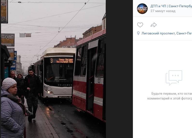 ДТП на Лиговском собрало пробку из трамваев