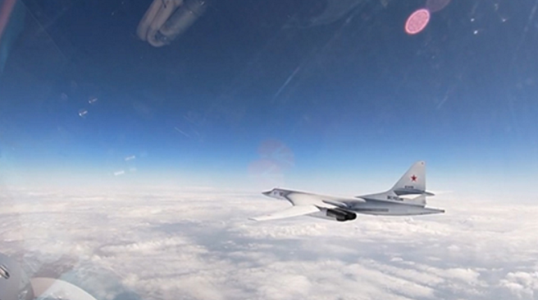 Два ракетоносца Ту-160 пролетели над водами Балтики