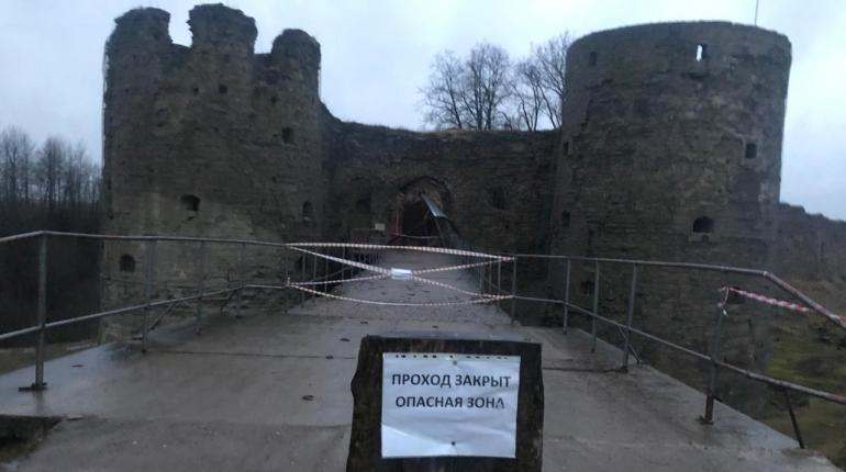 Возбуждено дело об обрушении козырька в крепости Копорье