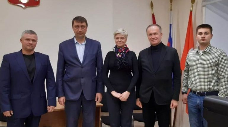 Сотрудница МО «Лиговска-Ямская» посвятила песню руководителю