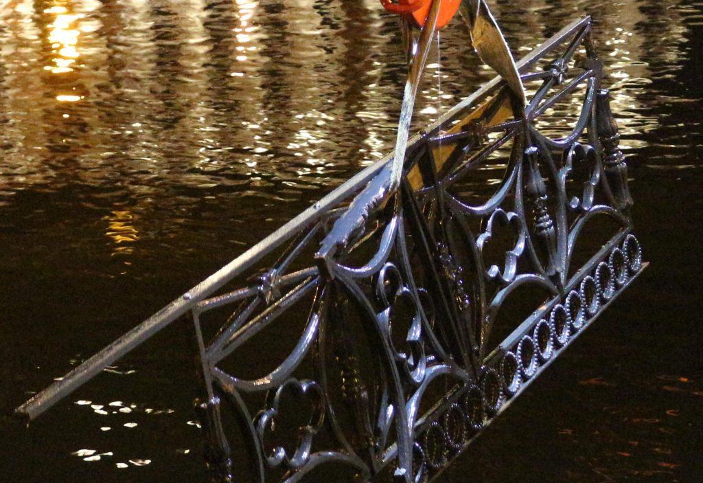 Пострадавшее в ходе ДТП ограждение набережной Мойки не восстановить