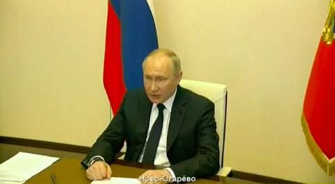 Путин швырнул ручку во время совещания по пожарам и паводкам
