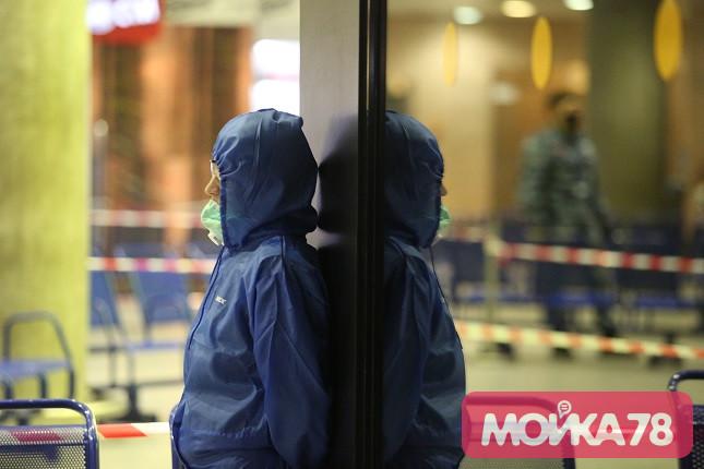 В Петербурге вступили в силу новые ограничения по коронавирусу