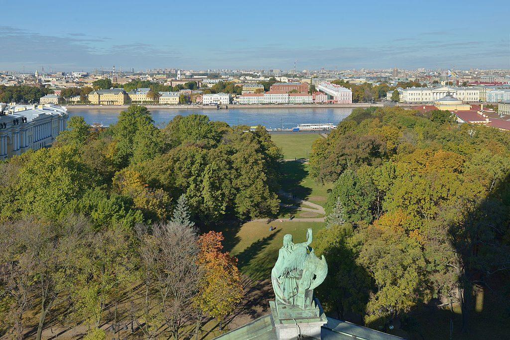 День в истории Петербурга: митинг на Дворцовой и реставрация Александровского сада