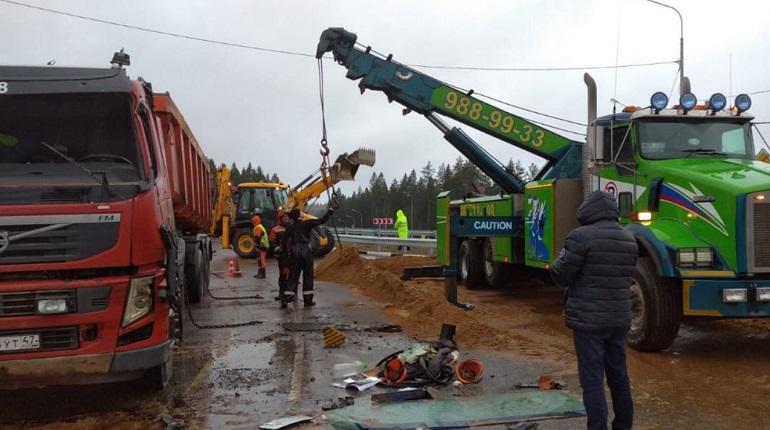 Перекресток на «Скандинавии» очистили от песка после ДТП с грузовиком