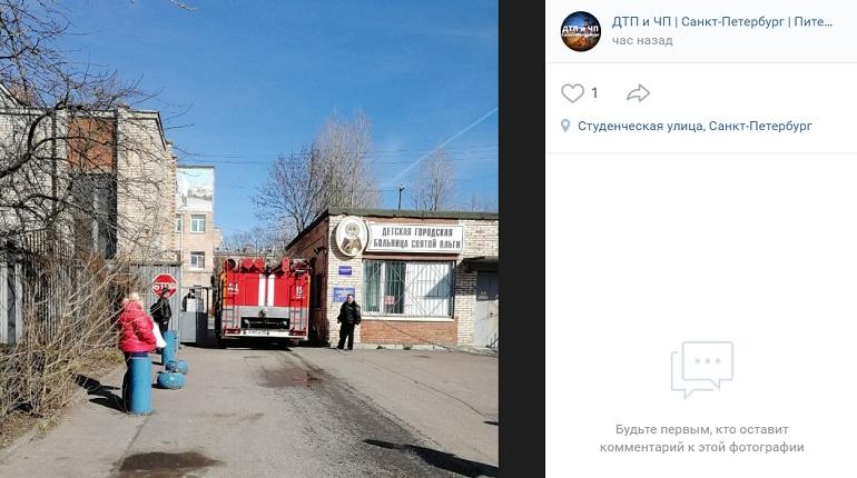 Очевидцы заявили о заминировании детской больницы в Петербурге