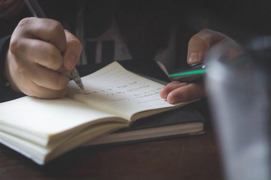 СК намерен привлекать к ответственности за оскорбление учеников на «дистанционке»