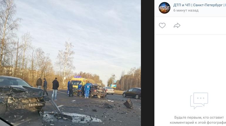 На Волхонском шоссе разворотило два авто — на месте реанимация