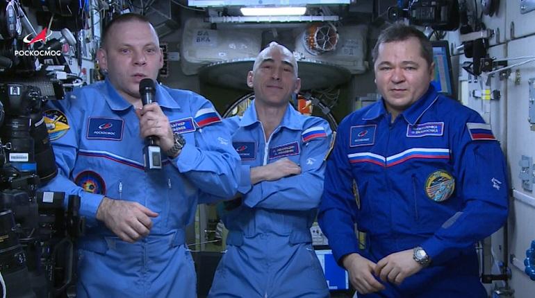 Петербургский космонавт Вагнер поздравил всех учеников со Днём Знаний