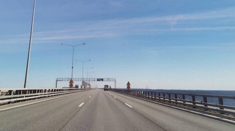 Проезд по петербургской дамбе ограничат в четверг
