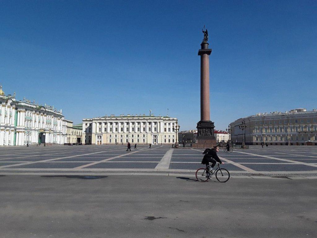 Поддержка бизнеса, льготы на проезд и антиковидные меры: итоги дня в Петербурге