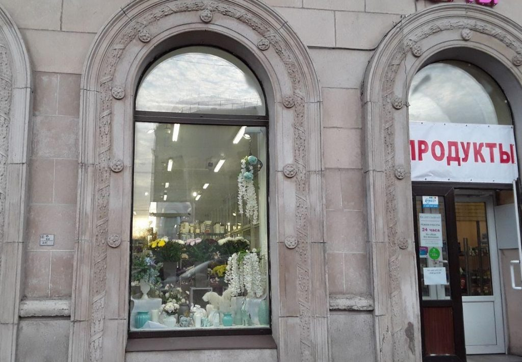 В Петербурге изоляция повысила спрос на гаджеты, табак и цветы