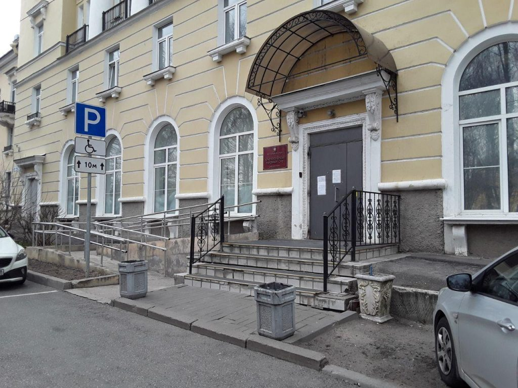 В Красносельском райсуде рассмотрят дело о нападении на инвалида