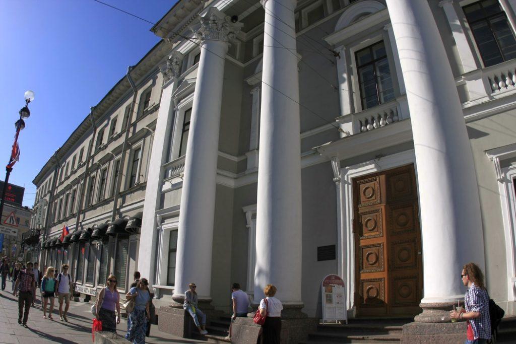 В Петербурге продают часть здания бывшей голландской церкви и Дом Гансена